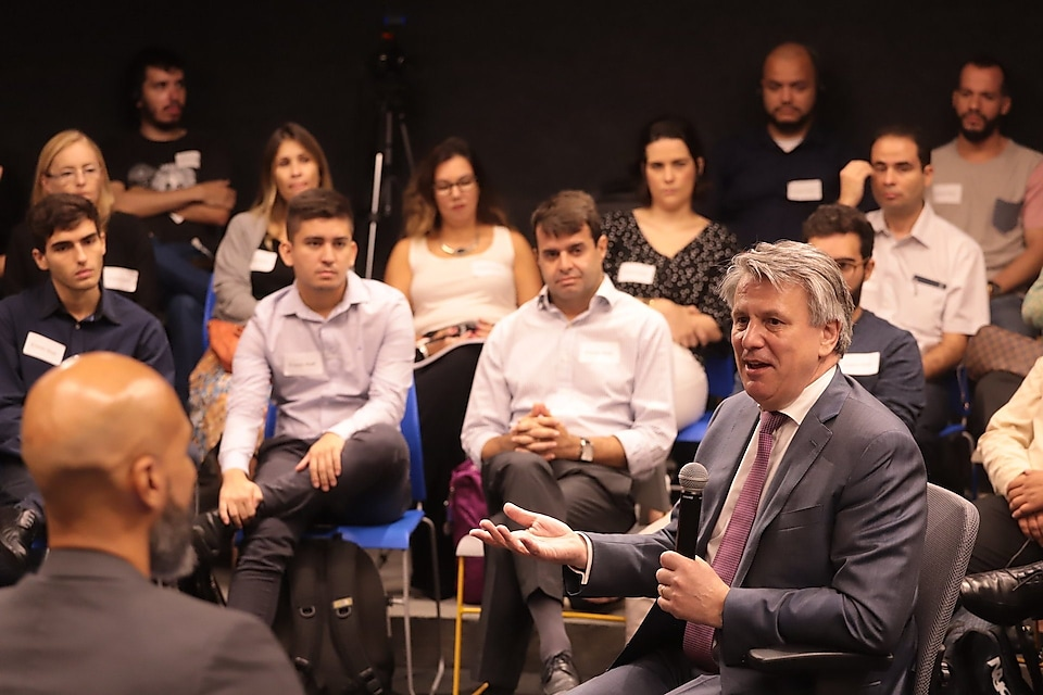 Iniciativa Jovem Entrepreneurs Meet with Shell's CEO